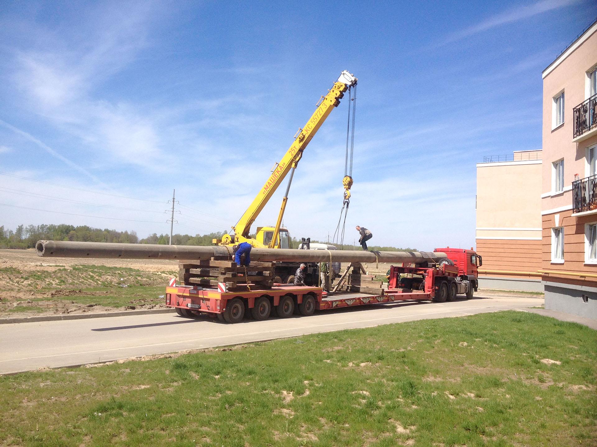 Перевозка 26 метрового столба раздвижным низкорамным тралом