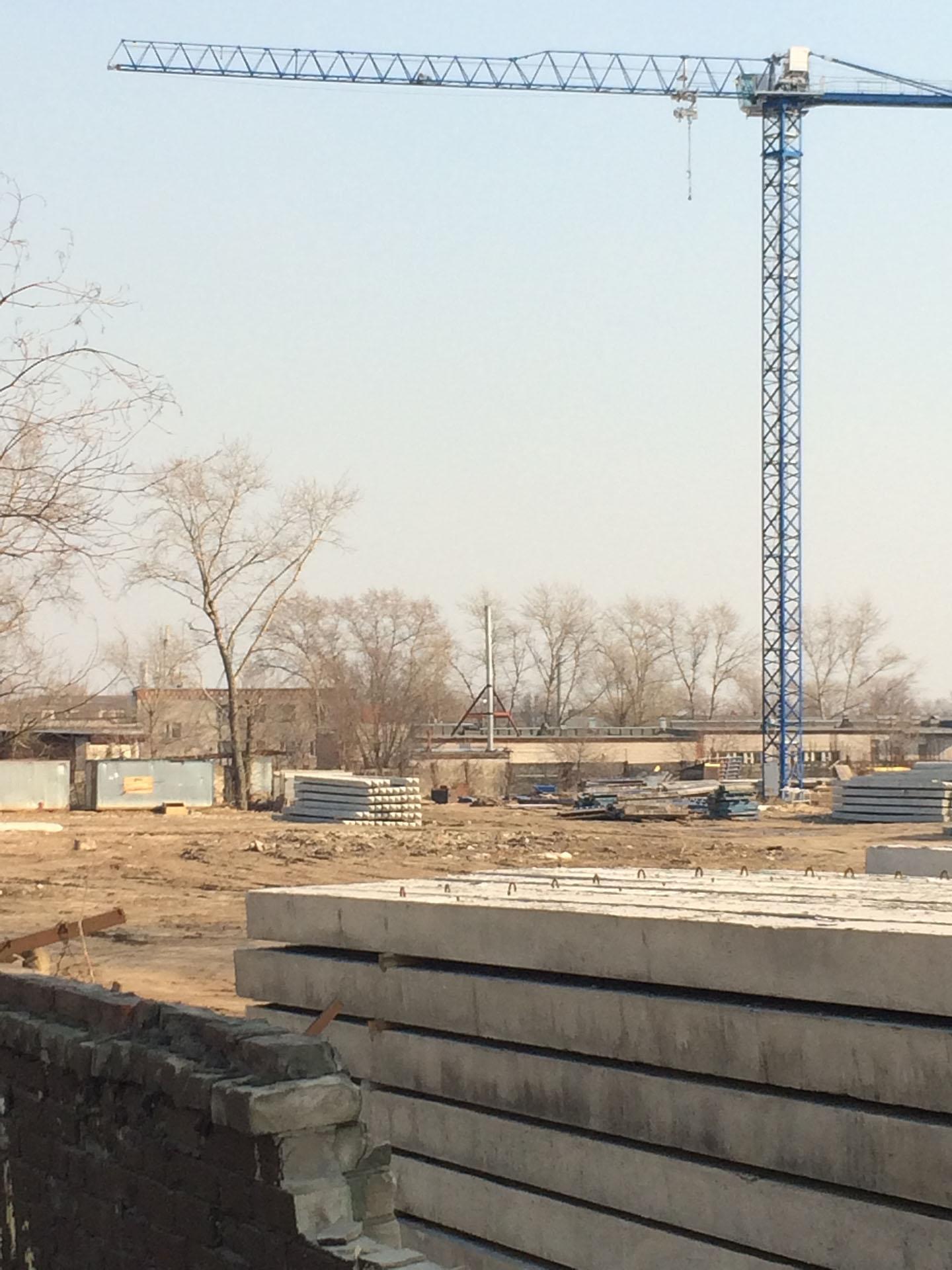 Стройплощадка, нового жилого комплекса, с башенным краном