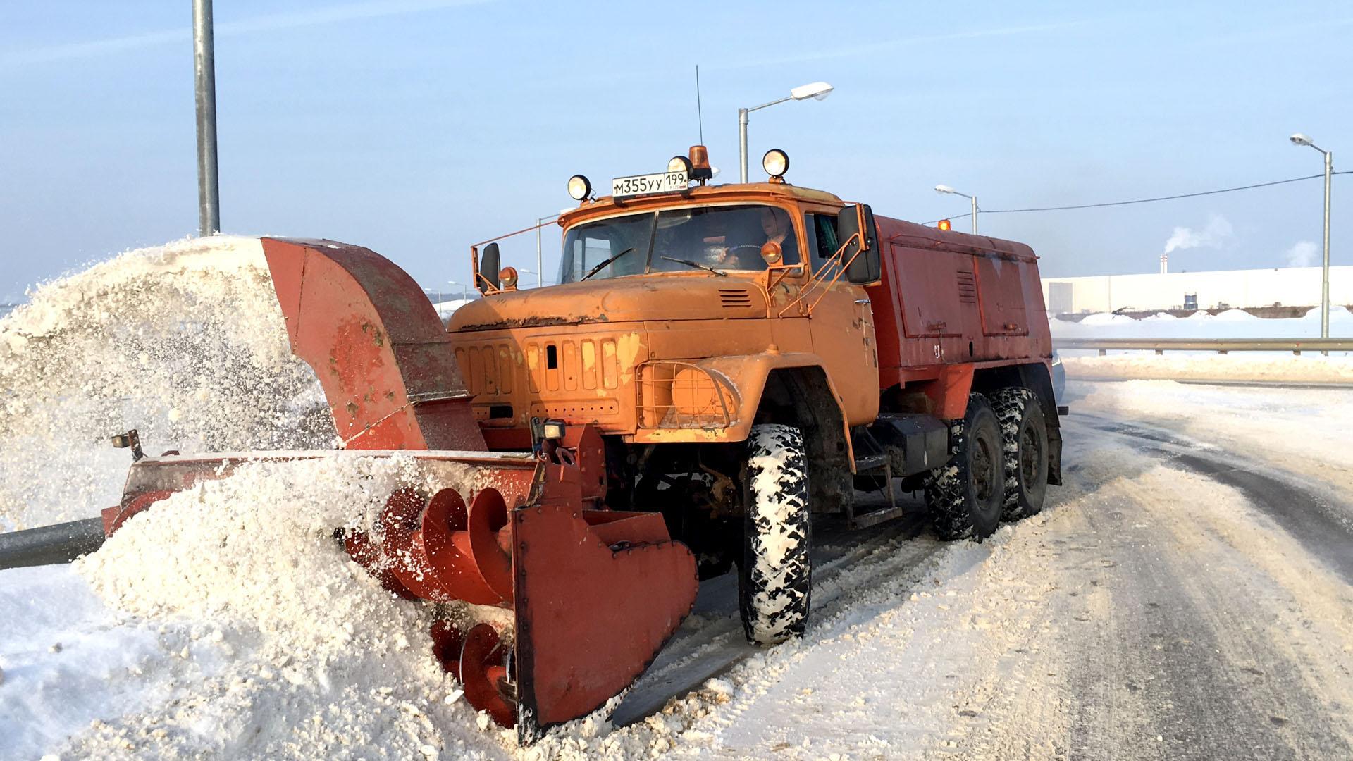 Снегоуборочная машина ЗИЛ 131